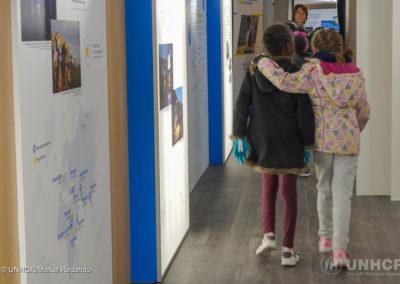 Des écoliers de Clermont-Ferrand visitent l'exposition à bord du Train de la solidarité.